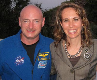 Mark Kelly a jeho manželka.
