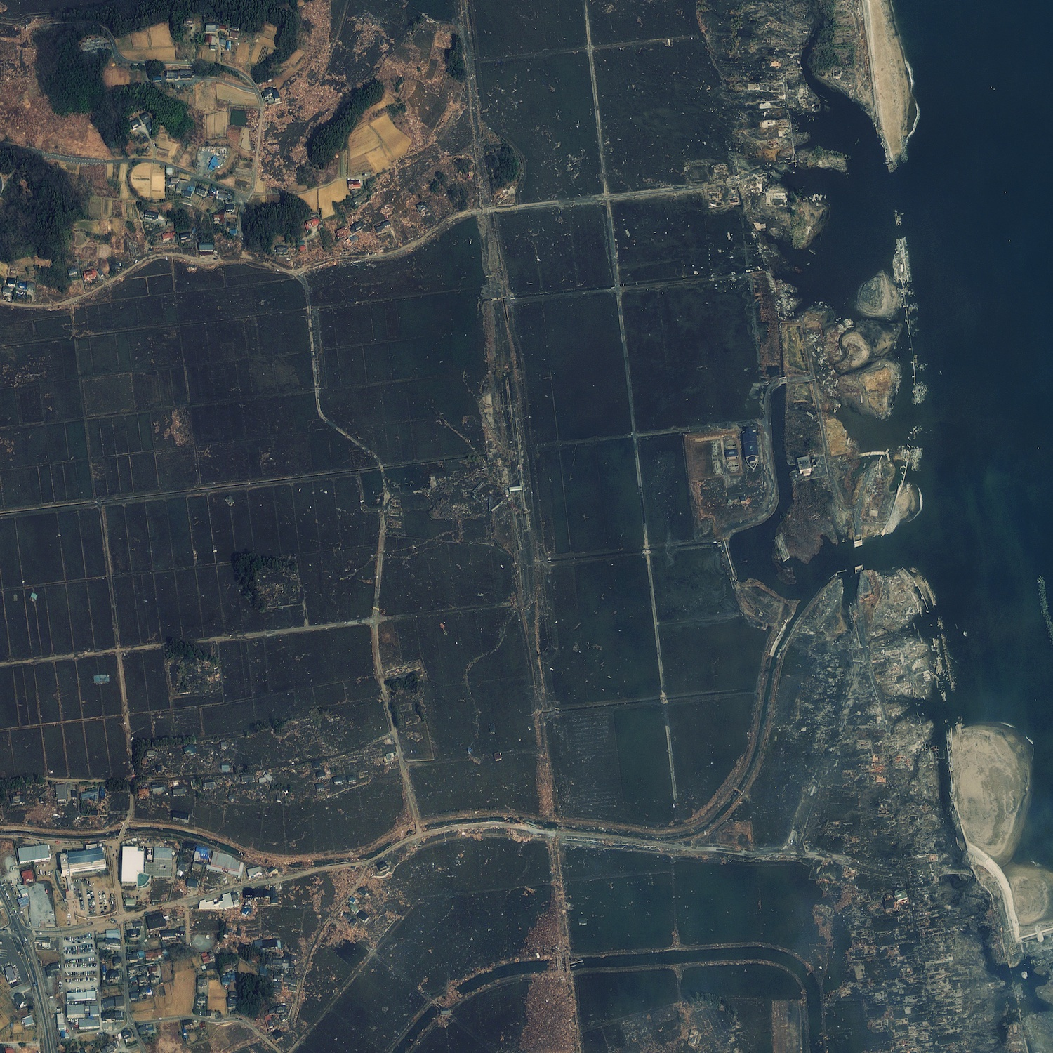 http://spaceflightnow.com/news/n1103/14japan/geoeye_shinchi_1500.jpg