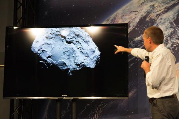 Ученые озвучили кошмарную причину «изуродовавшую» комету Чурюмова— Герасименко донеузнаваемости