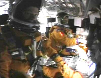 Spaceflight Now Sts 107 Video Shows Crew Unaware Of