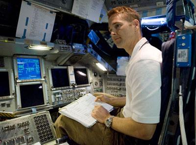 [STS-131 /ISS19A] Discovery fil dédié au lancement (05/04/2010) - Page 3 Dutton_400297