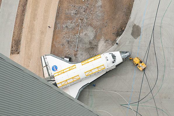 http://www.spaceflightnow.com/shuttle/sts133/120309rollaround/03ben.jpg
