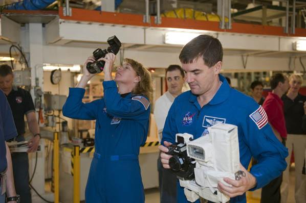 [STS-135] Atlantis:  fil dédié aux préparatifs, lancement prévu pour le 8/07/2011 - Page 3 06
