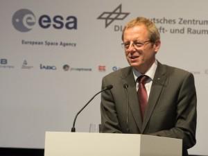 Johann-Dietrich_Woerner_delivers_a_keynote_speech copy
