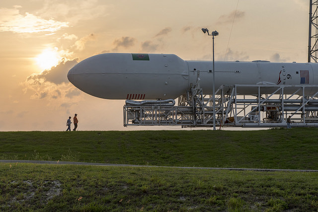 File photo of a Falcon 9 rocket in its satellite-carrying configuration with a 5.2-meter (17-foot) diameter payload fairing. Credit: SpaceX