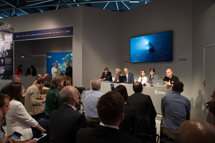 Members of the Rosetta and Philae teams brief reporters on the status of the mission. Credit: ESA–P. Sebirot, 2015