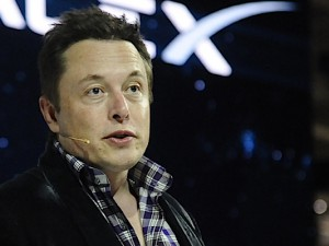 May 29,2014. Hawthorne, California-USA.  CEO & Chief Designer Elon Musk unveils the new SpaceX's  Dragon V2 spacecraft Thursday evening at SapceX HQ. The Dragon V2 is the next generation spacecraft designed to carry astronauts into space. Photo by Gene Blevins/LA DailyNews