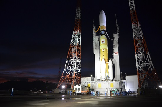 Japan's H-2B rocket rolled out to the launch pad at the Tanegashima Space Center on Wednesday for final countdown preparations. Credit: Mitsubishi Heavy Industries