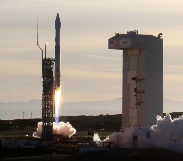 An Atlas 5 rocket. Credit: Gene Blevins/LA Daily News