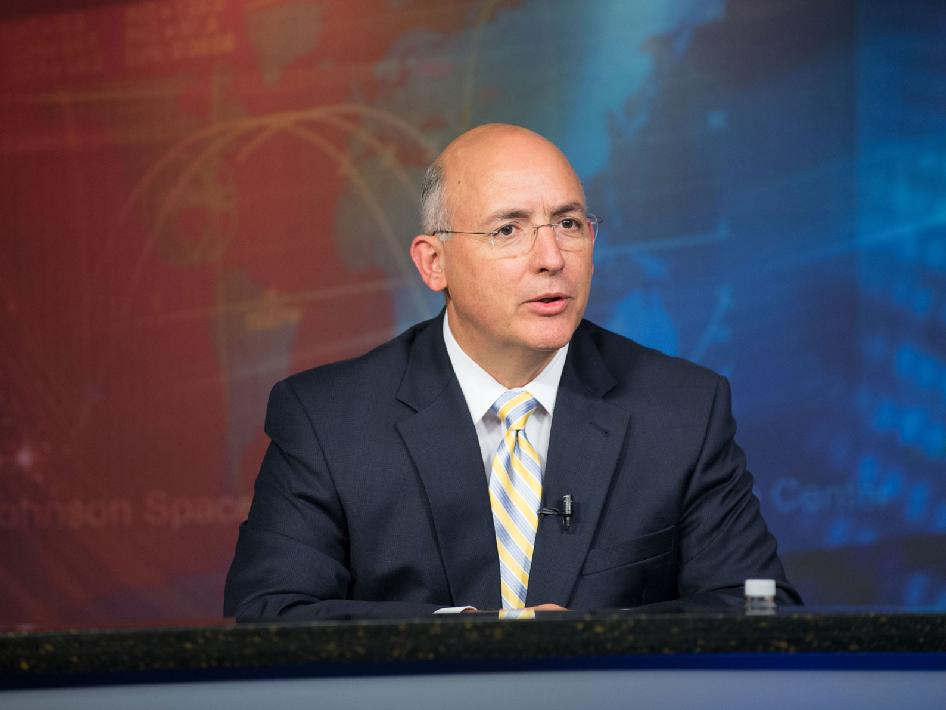 Mike Suffredini leaves NASA on Sept. 9 to take a job in the private sector. Credit: NASA