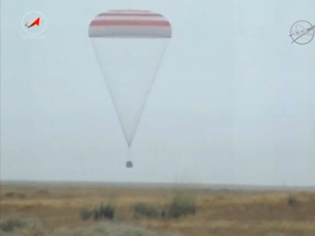The Soyuz TMA-16M spacecraft descends to a landing in Kazakhstan at 8:51 p.m. EDT Friday (0051 GMT Saturday). Credit: NASA TV/Spaceflight Now