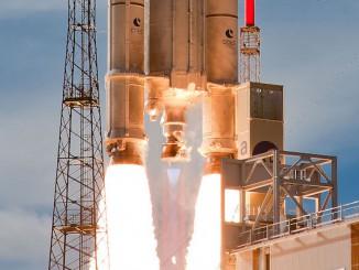 Décollage - Ariane 5 - VA 214 - Le 25/07/2013.
