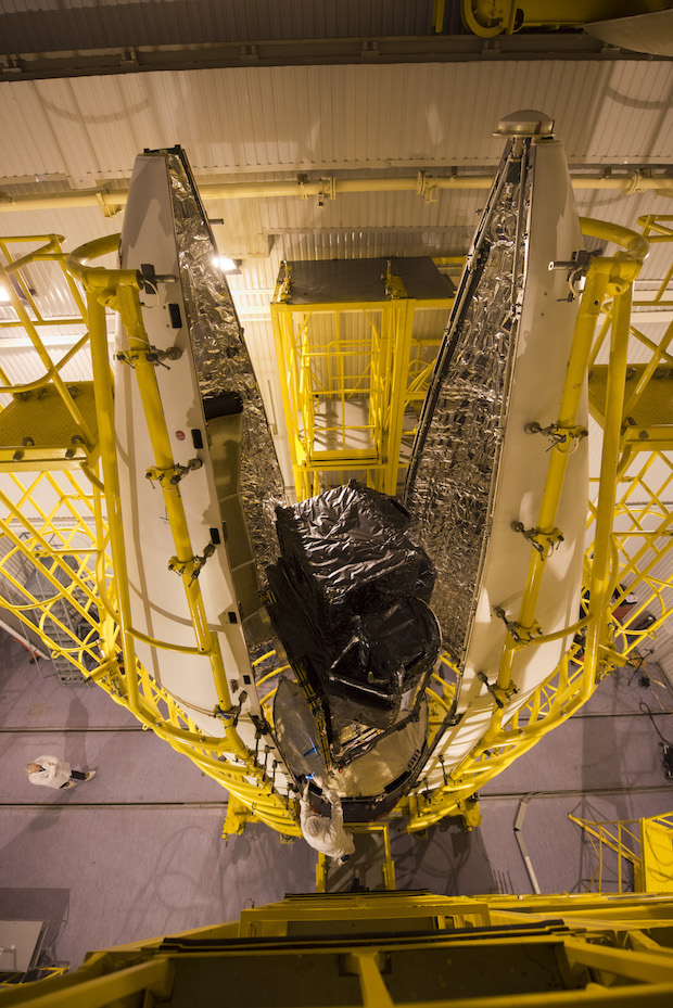 Sentinel-3A_being_encapsulated_within_it