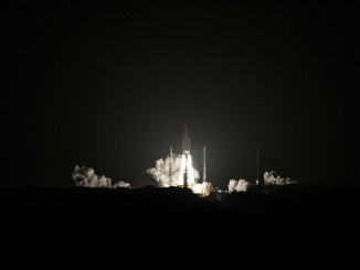 An Ariane 5 rocket lifted off at 0520 GMT (12:20 a.m. EST) Wednesday with the Eutelsat 65 West A communications satellite. Credit: ESA/CNES/Arianespace – Photo Optique Video du CSG – S. Martin