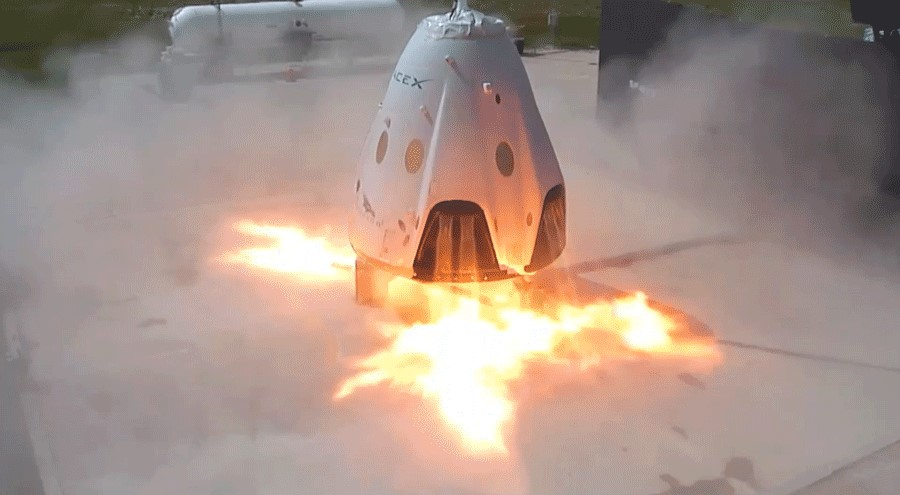 SuperDraco thrusters fire on a prototype of SpaceX's Dragon 2 spacecraft at the company's test site in Central Texas. Credit: SpaceX