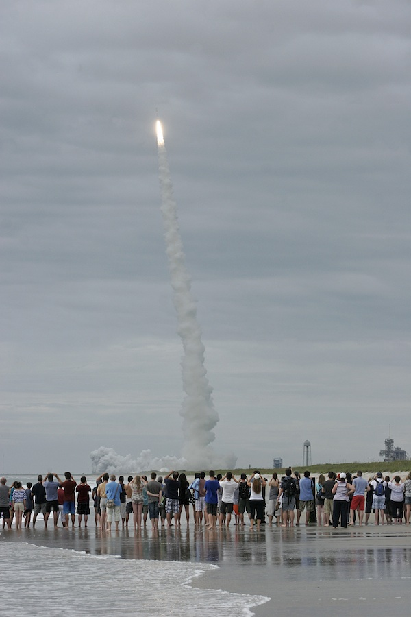 Photo from Playalinda Beach of Atlas launching MUOS 2. Credit: Stephen Clark/Spaceflight Now