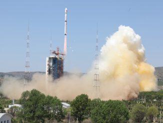 新华社照片,太原,2016年5月30日     我国成功发射资源三号02星 搭载发射2颗乌拉圭NewSat小卫星     5月30日11时17分,我国在太原卫星发射中心用长征四号乙运载火箭成功将资源三号02星及搭载的2颗乌拉圭NewSat小卫星发射升空,3颗卫星顺利进入预定轨道。     新华社发(张宏伟摄)