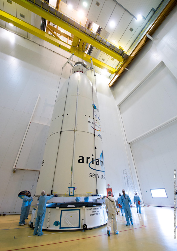 With the Intelsat 33e satellite already inside, the Ariane 5's payload fairing is ready to be installed over Intelsat 36 on the rocket's second stage. Credit: ESA/CNES/Arianespace – Photo Optique Video du CSG – S. Martin