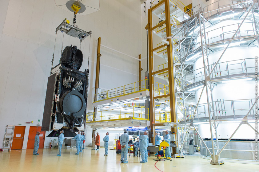 The Intelsat 33e satellite is prepared for mating with the Ariane 5's Sylda adapter structure. Credit: ESA/CNES/Arianespace – Photo Optique Video du CSG – J. Durrenberger