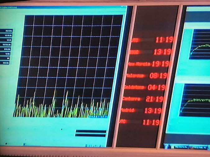 The radio signal display goes flat as the final transmission from Rosetta arrives on Earth. Credit: ESA