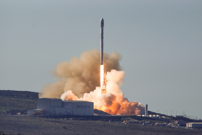 a falcon 9 rocket lifted off from california s central coast at 9 54 39 a m pst 12 54 39 p m est 1754 39 gmt credit spacex