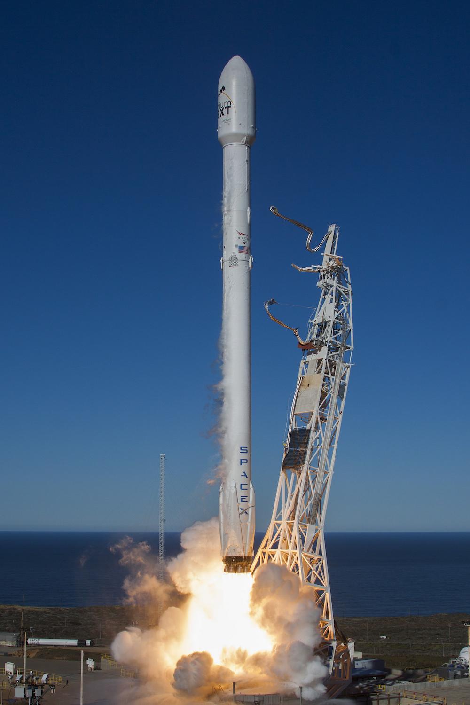 Photos: Falcon 9 retur...