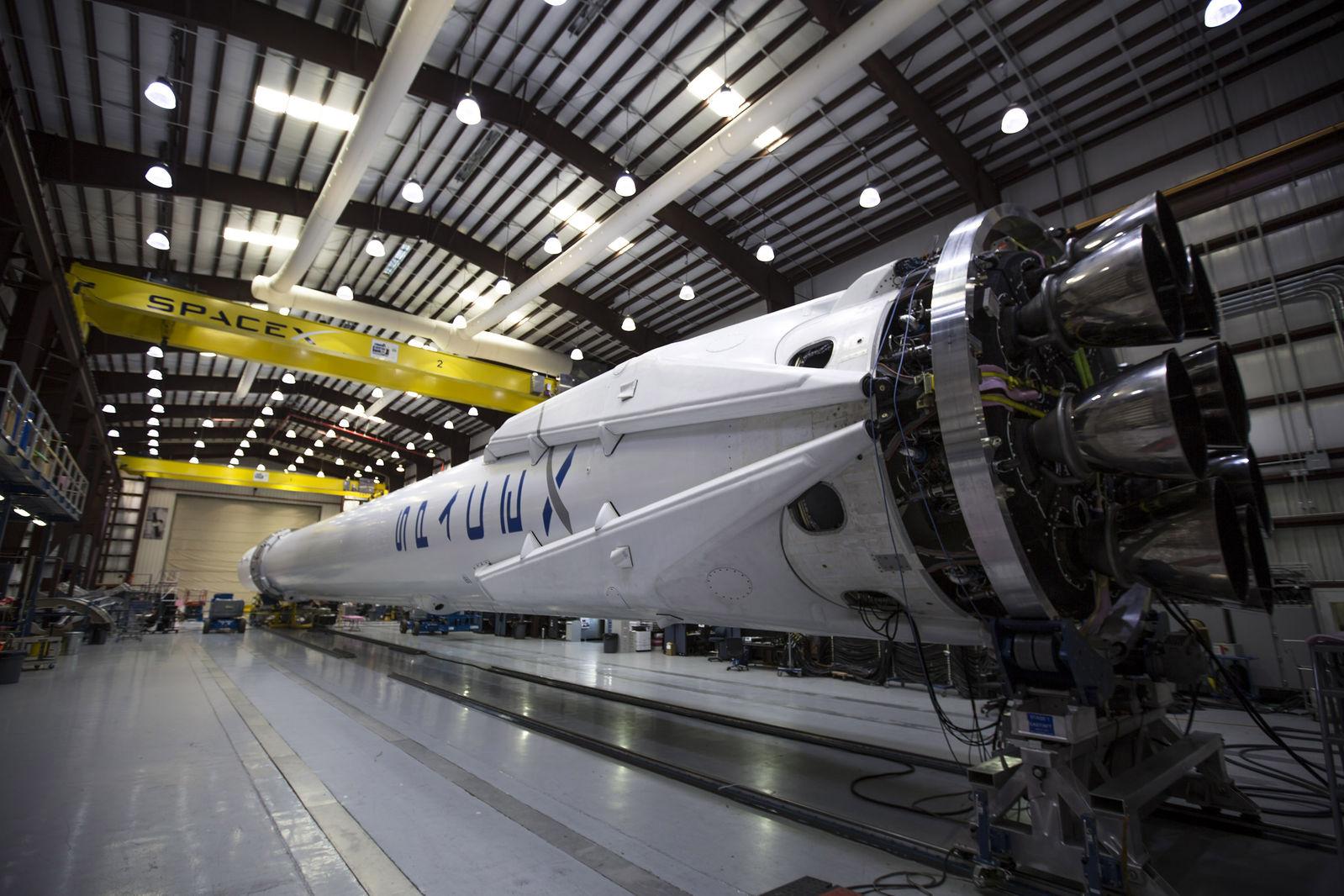 hangar spacex falcon 9 - photo #8