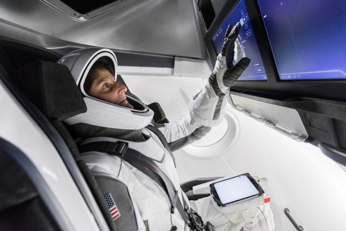 NASA - Présentation officielle des premiers équipages des CST-100 et Dragon Crew 28557696438_67cdda2282_k-678x452