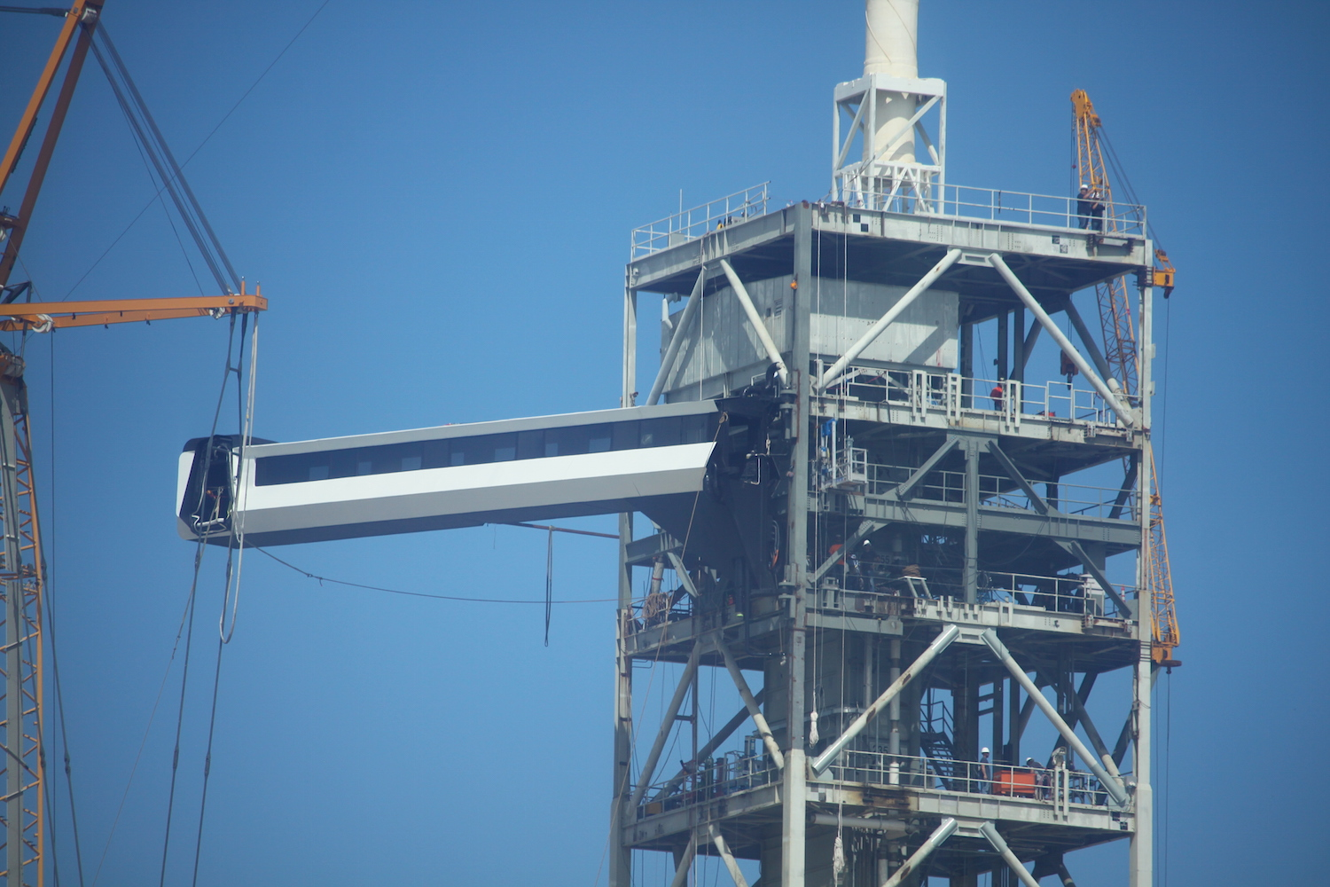 SpaceX's astronaut walkway installed on Florida launch pad