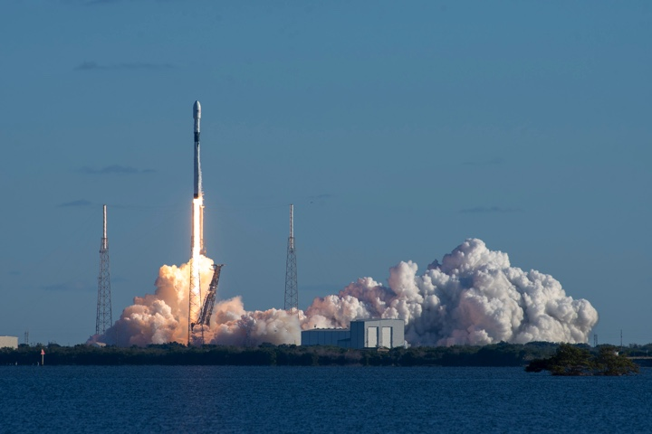 Spacex Closes Out Year With Successful Gps Satellite Launch