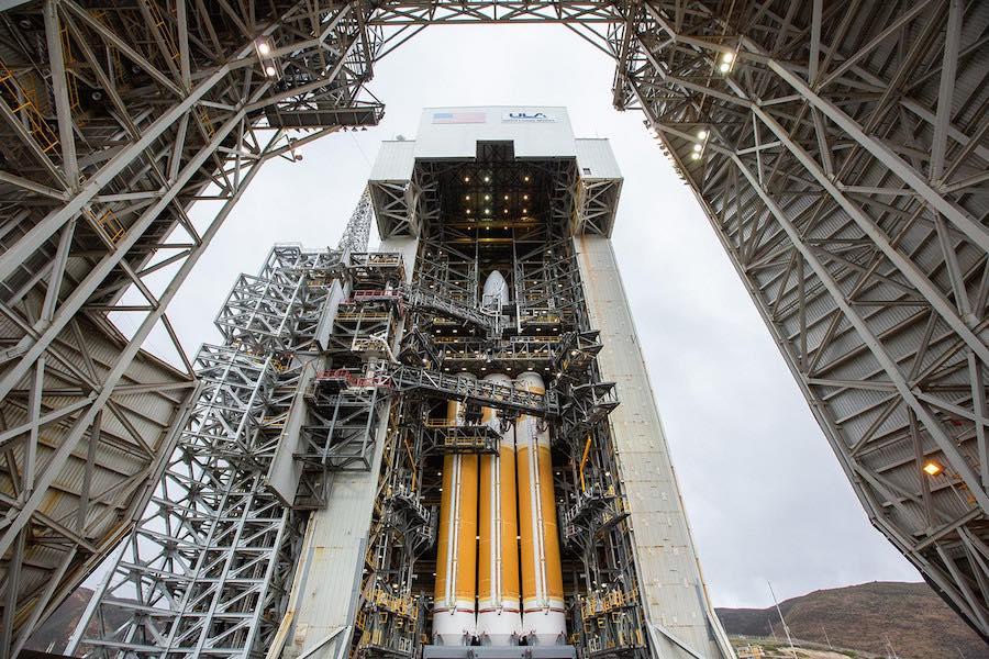 El cohete de carga pesada de ULA listo para el lanzamiento nocturno desde California - Spaceflight Now
