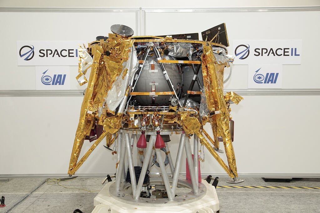 [Image: The-first-Israeli-spacecraft-by-SpaceIL-...-Weiss.jpg]