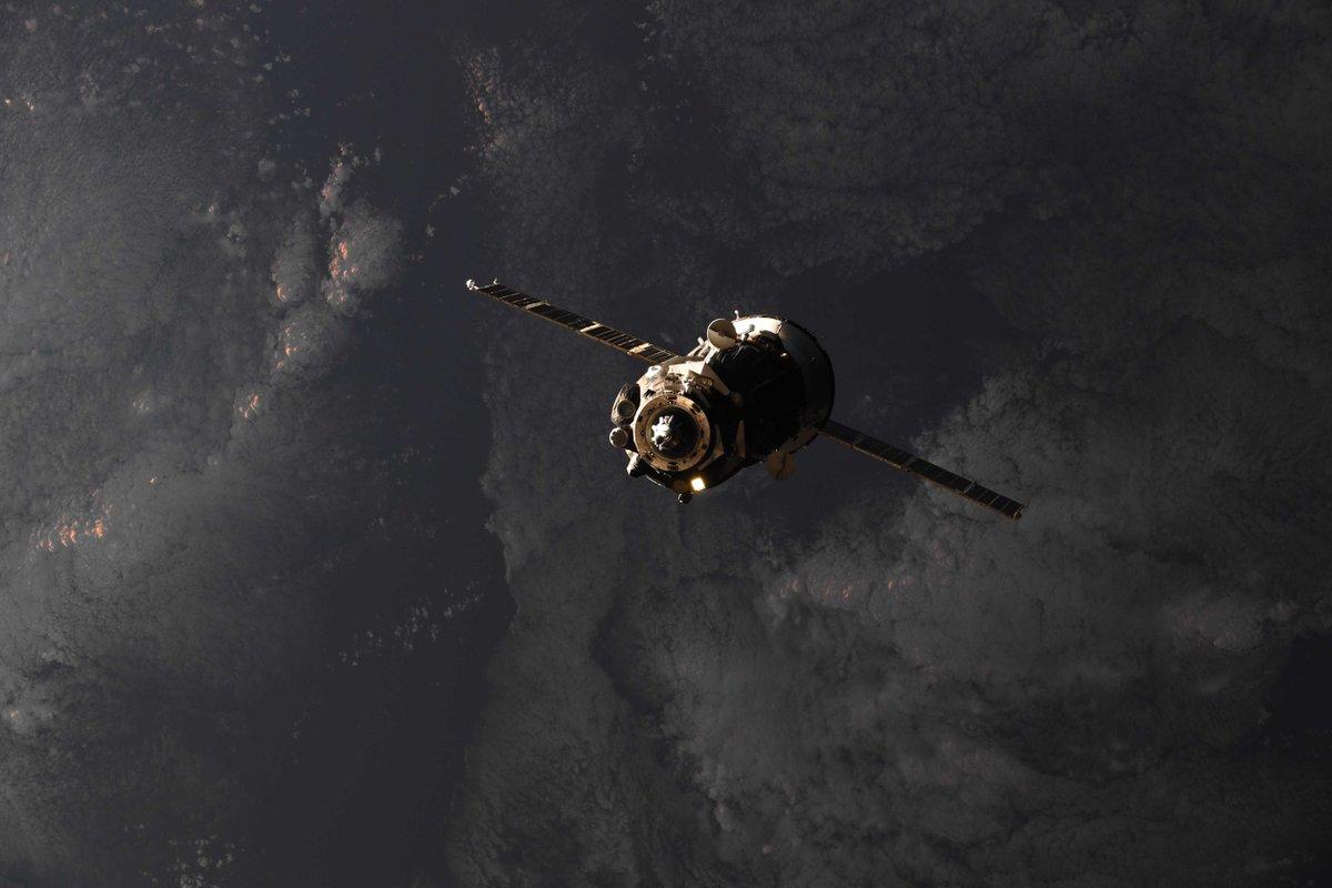 La tripulación de la estación espacial volvió a las seis con el exitoso acoplamiento Soyuz - Spaceflight Now