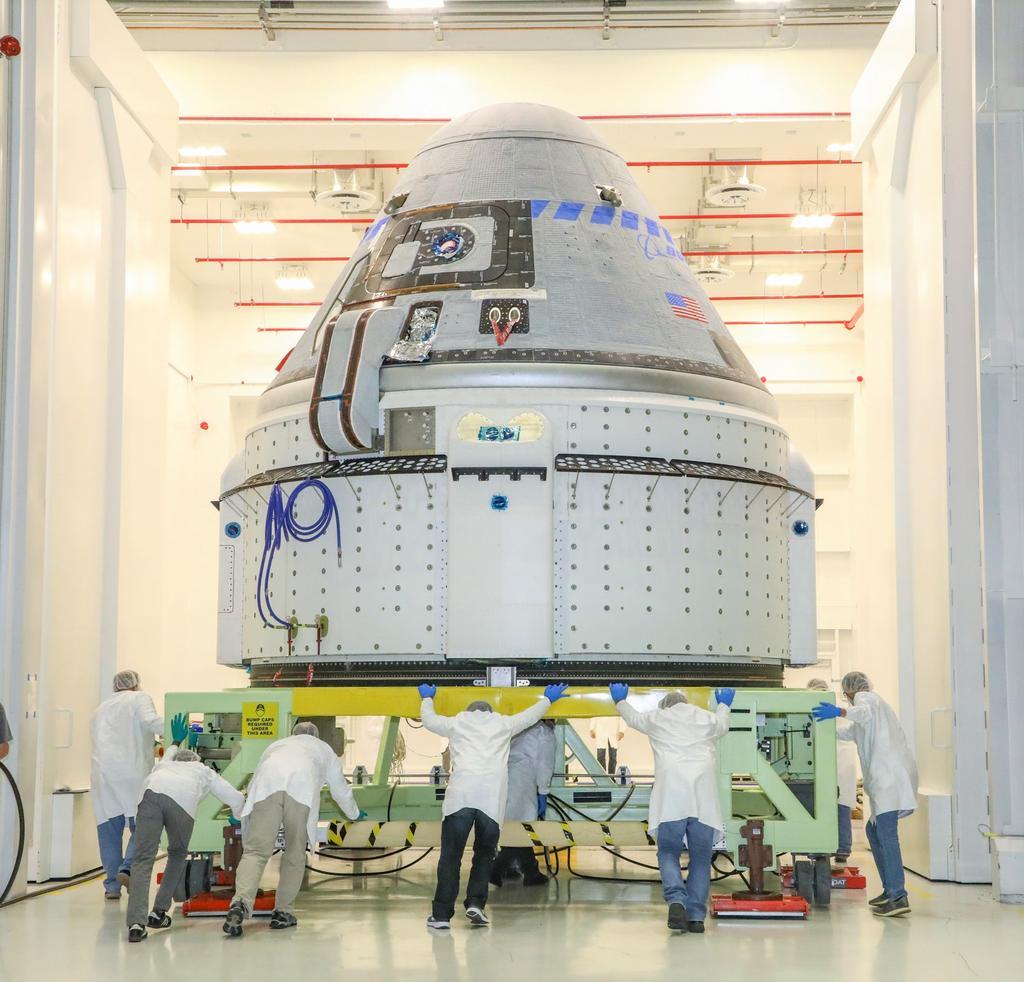 ULA begins stacking unique Atlas 5 rocket for Starliner test flight