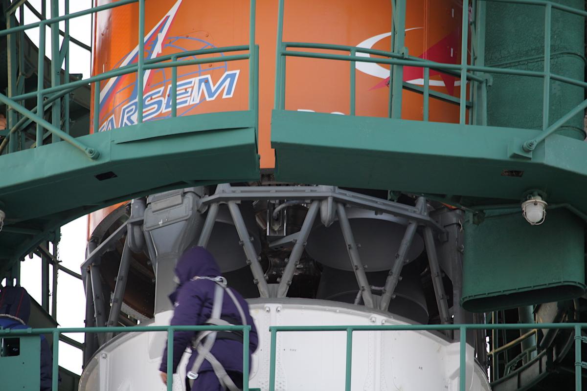 Photos: Soyuz rocket poised for launch with 34 OneWeb satellites