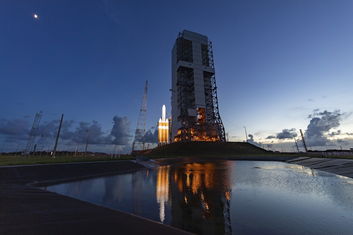 Photos: Mobile gantry retracted to reveal Delta 4-Heavy rocket for liftoff
