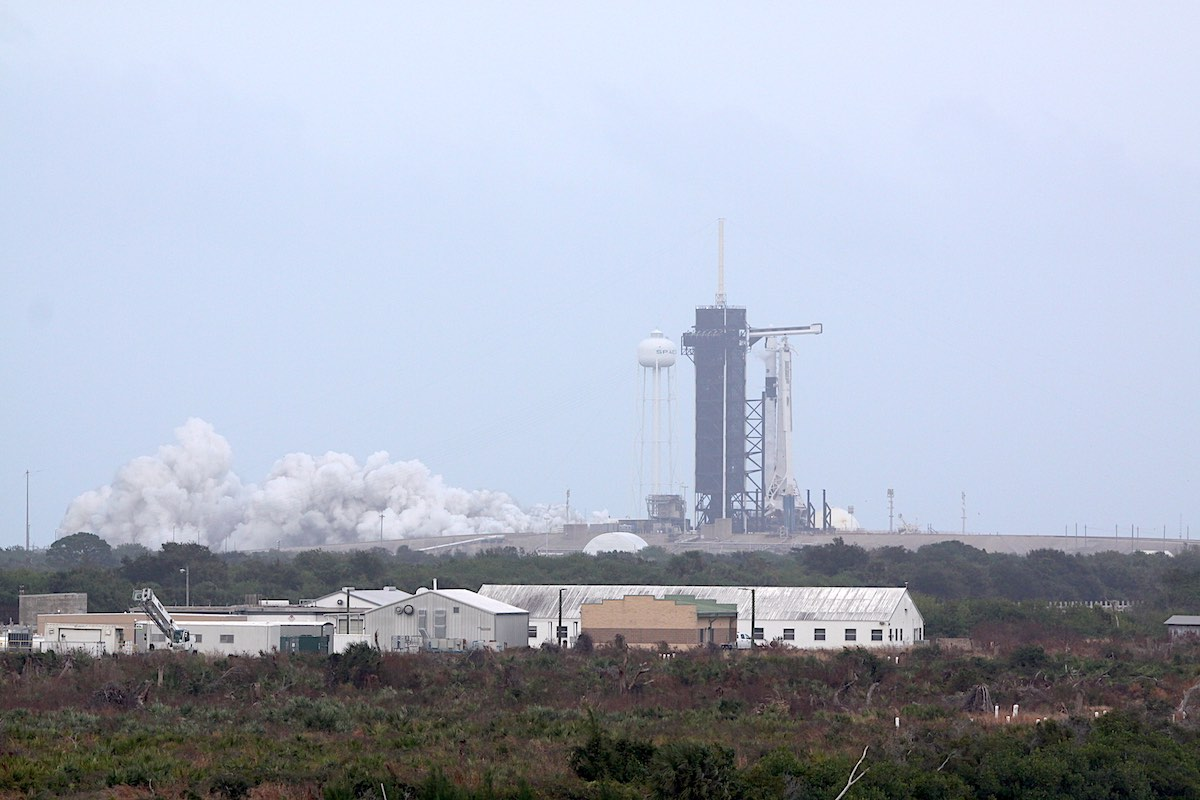 Falcon 9 rocket fires up in crucial test before weekend crew launch