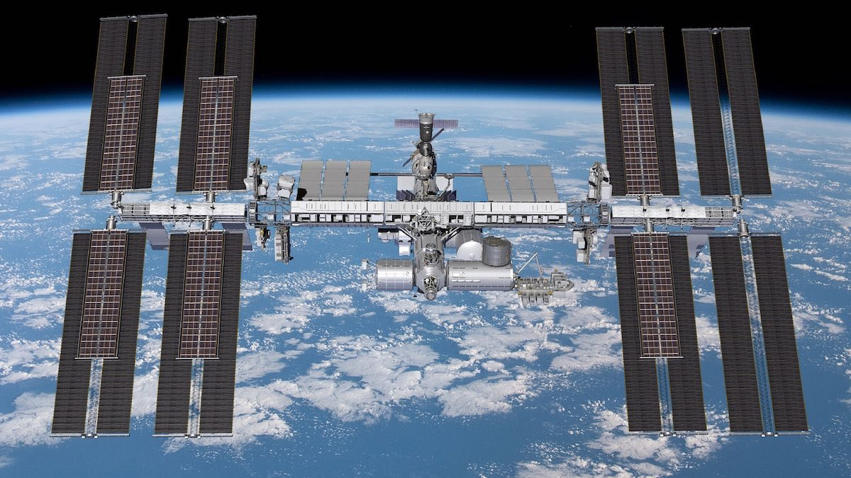 - High res ISS Rosa - Boeing says assembly complete on first set of new space station solar arrays – Spaceflight Now