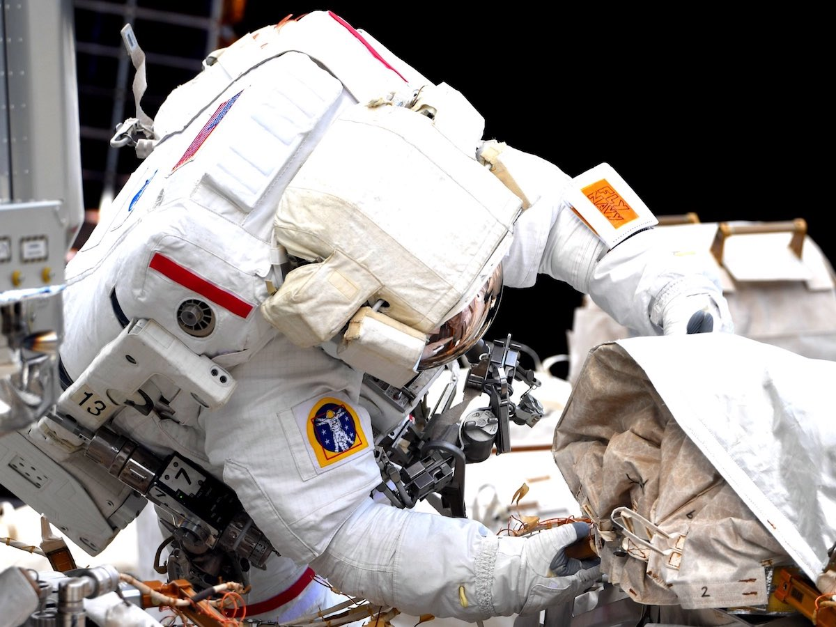 - EwYahUDWgAYaavi - Spacewalkers vent coolant lines and mate cables outside space station – Spaceflight Now